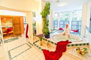 Sauna mit Whirlpool-Wanne im Neptun Hotel Kühlungsborn