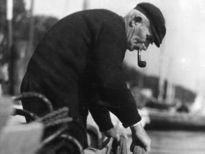 Einheimischer Fischer um 1923